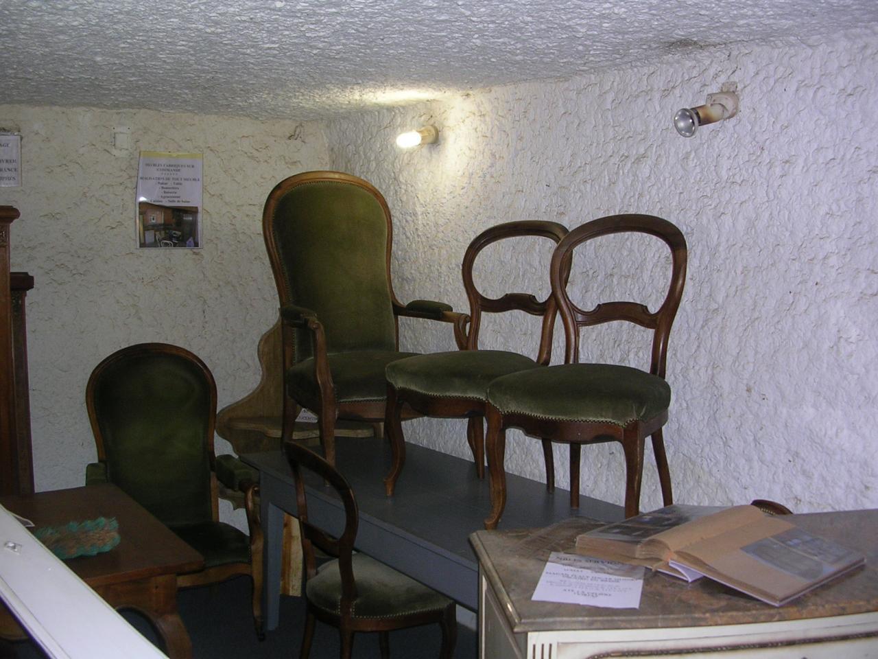 Chaises et fauteuils en noyer