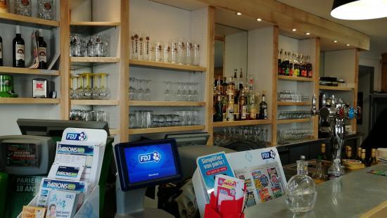 Rénovation d'un bar et de son meuble de rangement mural