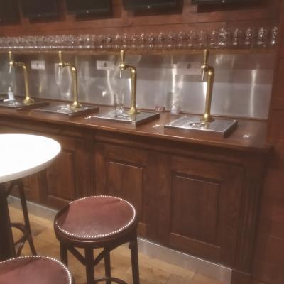 Bar réalisé sur mesure pour pompes à bières