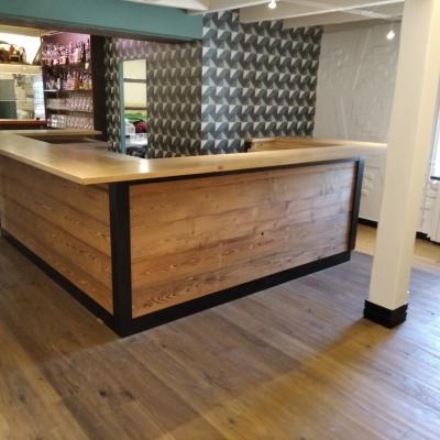 Bar réalisé sur mesure en divers bois