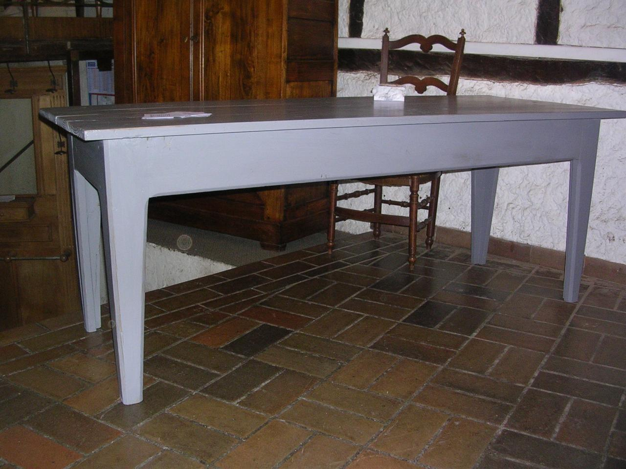 Table finition peinte grise